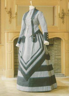 Painted paper dress by Isabelle de Borchgrave