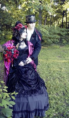Bram Stoker-inspired Vampiress bridal bouquet and Count Dracula boutonnière by ALTflowers