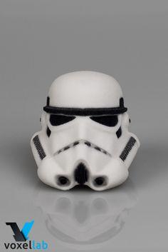 Model Storm Trooper šlema, odštampan u Voxellab-u.