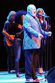 Joe Cocker in Concert (Photo by Peter S. Sakas DVM) Chicago Magazine, Moving To Colorado, Legendary Singers, Joe Cocker, Music Love, Rock And Roll, Entertainment, Stars, Concert