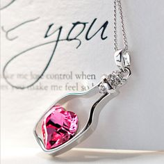 Creative New Women Fashion Necklace Ladies Popular Crystal Necklace Love Drift Bottles Special Pendant Necklace