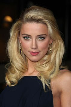 AMBER HEARD  Está guapísima con este maquillaje tan natural en tonos tostados.