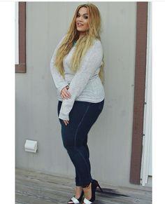 Beautiful busty Jennica