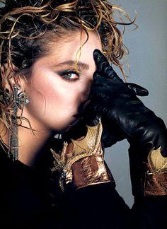 Madonna na Vogue EUA, em 1985, por Francesco Scavullo Veja também: http://semioticas1.blogspot.com.br/2011/07/fala-da-moda.html
