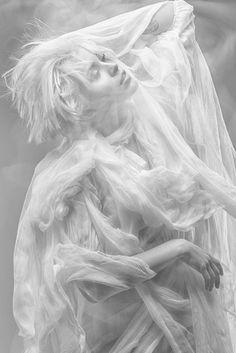 Fly on Behance Modelo Albino, Estilo Gatsby, Photographie Art Corps, Portrait Photography, Fashion Photography, Beauty Photography, High Key Photography, Cinematic Photography, White Aesthetic