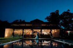 Fotografia de casamento na Fazenda Cachoeira, em Três Corações, MG. MiniWedding com decoração DIY. Renata & Leigh Mcara. By Samuel Marcondes Fotografias.
