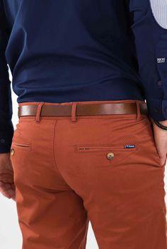 pantalon-coton-homme #pantalon #chino #homme Business Casual Attire For Men, Men Casual, Sport Chic, Cute Blonde Guys, Pantalon Slim Fit, Cargo Shirts, Perfect Jeans, Twill Pants, Menswear