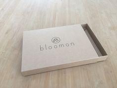 Kraftkartonnen lade met sleeve in 1 kleur bedrukt. In opdracht van Bloomon.