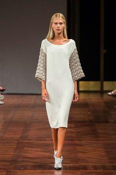 Оригинальное классическое платье