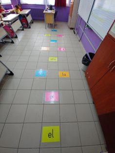 Oku Zıpla Ödülü Al – İlkokul Panosu Alphabet Crafts, Grade 1, Kids Learning, Kindergarten, Teacher, Student, Education, School, Creative