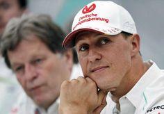 Legendäre Kappe: Michael Schumacher, rechts, ist Testimonial der Deutschen Vermögensberatung.: Legendäre Kappe: Michael Schumacher ist Testimonial der Deutschen Vermögensberatung