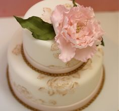 precious, small cake with peony and gold accents by Roxy Cakes.