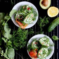 Zielony #omlet z twarożkiem, świeżym ogórkiem, rzodkiewką i @losos_mowi  poleca się na śniadania i kolację! 🥑🥑🥑 Świeże połączenie idealne na takie upalne dni jak teraz! Sprobujcie! #przepis czeka na blogu 🥑 OSTRA NA SŁODKO 🥑 . #omletowelove #omlettes #omlety #avocadorecipes #veggiesforbreakfast #breakfastidea #lososmowi #sniadania #zdroweśniadanie