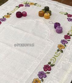 Gunumuz Aydin Ve Bereketli Olsun Embroidery Art, Cross Stitch Embroidery, Embroidery Patterns, Cross Stitch Patterns, Graphic Design Portfolio Examples, Palestinian Embroidery, Free To Use Images, Prayer Rug, Chain Stitch