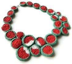 Collier par Lidia Puica. Crochet et broderie de perles.  Necklace by Lidia Puica. Crochet and beads embroidery.