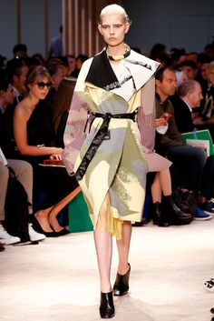 See the complete Céline Spring 2014 Ready-to-Wear collection.