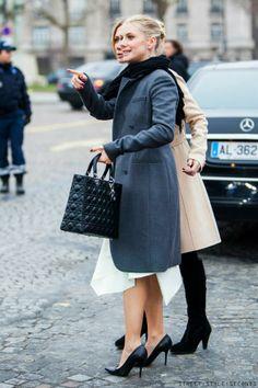 Look chic in a grey coat, Paris