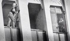 Muhammad Ali tenta convencer um suicida a não pular, 1981  40 Fotos incríveis que mudarão sua visão sobre o passado ~ Postador BR