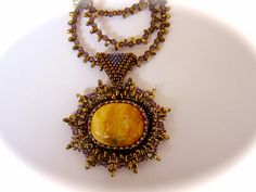 A necklace with amber by Vitalija Velyviene (Lithuania / the USA)