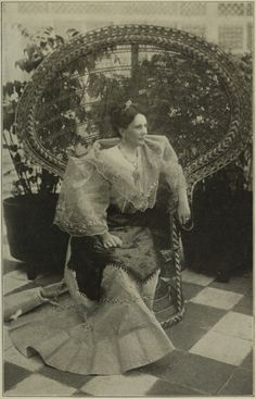 Old Images, Old Photos, Filipiniana Dress, Philippines Fashion, Philippine Art, Filipino Culture, Hawaiian Islands, Historical Pictures, Conceptual Art