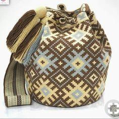 20 отметок «Нравится», 1 комментариев — Aliyee's wayuu (@wayuualiye_07) в Instagram: «#toprakrengi#wayuçanta #elemegi #elisi #wayuubag #elisleri» Tapestry Bag, Tapestry Crochet, Crochet Handbags, Crochet Purses, Tunisian Crochet, Knit Crochet, Native American Blanket, Inkle Weaving, Boho Bags