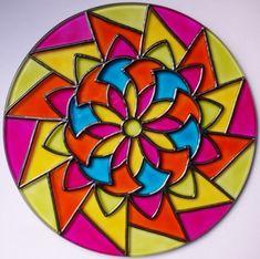 Mandalas en vidrio: Ideas novedosas pintadas a mano - Mandalas Mandala Coloring, Colouring Pages, Coloring Books, Cd Crafts, Plate Crafts, Recycled Cds, Cd Art, Mandalas Drawing, Painted Plates