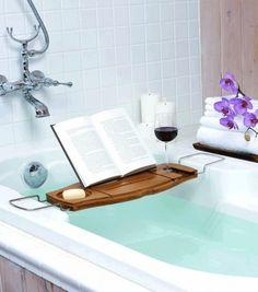 Achetez le plateau pour baignoire sur lavantgardiste. Pour passer des heures dans son bain sans s'ennuyer.