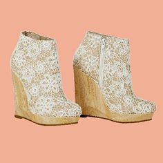Sassia Ankle Book -kiilakorkonilkkuri, 89,95 €, Bianco Footwear, 2. krs.