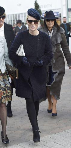 "LA PRINCESSE ANNE D'ANGLETERRE ET SA FILLE ZARA TINDALL AU ""CHELTENHAM FESTIVAL - PRINCESS MONARCHY"