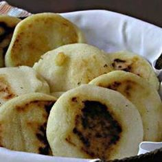 Arepas de Queso de Bogotá (Colombia). Ver receta: http://www.mis-recetas.org/recetas/show/7300-arepas-de-queso-de-bogota-colombia