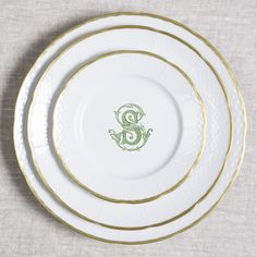 Add a custom personal touch to our white porcelain dinnerware for gorgeous place settings. Custom monogrammed china enhances your tablescapes and sets the mood for dinner. Choose from 5 colors and 3 fonts at https://www.sashanicholas.com/shop-all/fillmore-place-setting/ | Wedding Inspiration & Ideas | Tablescapes | China