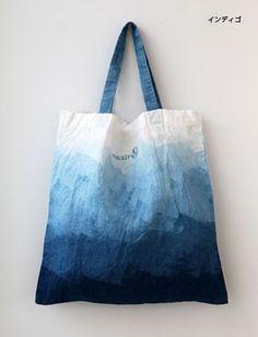 쪽빛 바다를 담은~ [ 인디고 천연염색 DIY ] : 네이버 블로그 How To Tie Dye, How To Dye Fabric, Shibori, Tie Dye Bags, Tie Dye Crafts, Painted Bags, Diy Tote Bag, Denim Bag, Cotton Bag