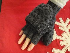 My sister is not an easy person to please… She saw a pair of thrummed mittens I was knitting and decided she wanted a pair. But she wanted convertible mittens, with half-fingers. And I couldn't find a pattern that fit her requests, so I created this!
