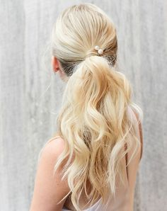 11 Seriously Chic Bridesmaid Hair Ideas for Your Non-Basic Wedding Party - Hairstyles Elegant Hairstyles, Ponytail Hairstyles, Vintage Hairstyles, Updos, Bridesmaid Hair Medium Length, Bridesmaid Hair Half Up, Bridesmaids, Bridesmaid Dresses, Hair Places