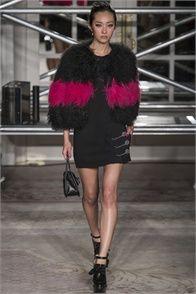 Sfilata Moschino Cheap & Chic London - Collezioni Autunno Inverno 2013-14 - Vogue