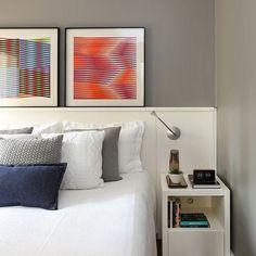 Inspiração #quartocasaldecor #quarto #arteabstrata #cama #decor #decoracao #quadrosdecorativos #quadroscoloridos #paredecinza #almofadas