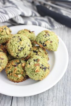 Cranberry Almond Matcha Macaroons - classic coconut macaroons are given a flavor overhaul with matcha (green tea) powder, dried cranberries, and almonds