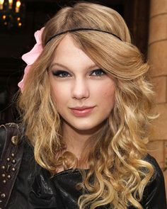 Curls and a thin headband - She makes it look so easy to pull off.
