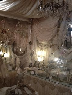 Lovely soft colors and details in your interiors. Latest Home Interior Trends. Romantic Cottage, Shabby Chic Cottage, Shabby Chic Decor, Cottage Style, Dream Home Design, House Design, Antique Stores, Antique Market, Linens And Lace