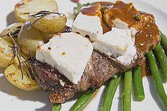 Mit Ziegenkäse überbackenes Entrecôte an Pfeffersauce, grünen Bohnen und Kartoffelecken, ein beliebtes Rezept aus der Kategorie Braten. Bewertungen: 47. Durchschnitt: Ø 4,4.