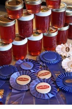 How to Make Blue Ribbon Winning Jams Jellies: Includes Recipes and TONS of tips - Kolay yemek Tarifleri Plum Jelly, Jam And Jelly, Jelly Recipes, Jam Recipes, Recipies, Christmas Jam, Christmas Treats, How To Peel Peaches, Sauce Pizza