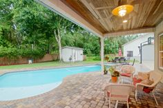 135 PALM VALLEY WOODS DRIVE - A special find in Ponte Vedra Beach! Featuring a 3 bedroom, 3 bath home, with large bonus room/family for endless fun and entertaining!