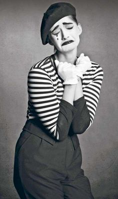 Sonam Kapoor combined her quirky style sense and her straight talk for an exclusive photoshoot done by fashion photographer Rohan Shreshtha, where she posed as a mime artiste.    What do you think about the photo shoot?