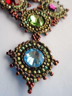 """Collier ras du cou """"Archipel"""", vert, bronze, rouge, bleu et violet"""