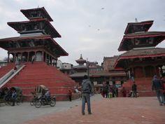 """Terremoto in Nepal - I pensieri di Sinbad. La prima volta che sono arrivata in Nepal ero una ragazzina poco più vecchia di Ramlal,  il bambino di strada che mi aveva """"adottata"""" e che ogni giorno mi accompagnava a visitare Kathmandu, prendendomi per mano [...]"""