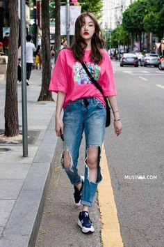 Loạt street style siêu cool từ đơn giản đến phá cách của giới trẻ thế giới - Ảnh 1.