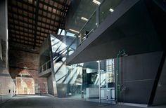 La Schiera della Novissima all'Arsenale di Venezia di origine cinquecentesca, rimaneggiata durante il periodo napoleonico ed austriaco, è oggi la nuova sede del CNR, Istituto di Scienze Marine . L'impianto riprende l'originario schema degli antichi...