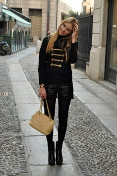 Military jacket with sequined shorts & Chanel bag. women's fashion and street style. Military Chic, Military Style Jackets, Military Fashion, Love Fashion, Fashion Looks, Womens Fashion, Fashion Design, Fashion Trends, Fashion Inspiration