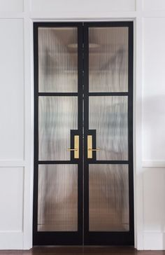 Ribbed and Fluted Glass Doors with Black Steel Frame and Brass handles – Best Office Architecture Paint Doors Black, Black Interior Doors, Door Design Interior, Home Interior, Modern Interior Design, Interior Architecture, Design Interiors, Interior Paint, Interior Ideas