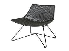 : Matières : Assise et dossier : Résine 100% Polyester Structure et piètement : métal Dimensions : Longueur : 78 cm Profondeur : 62.5 cm Hauteur : 70 cm Largeur d'assise...